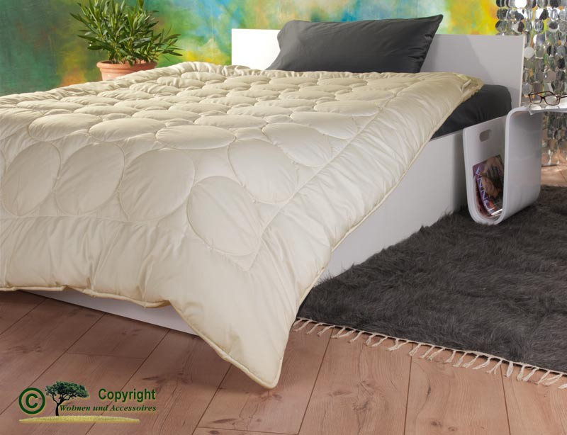 Mono-Stepp Bettdecke 200x200cm mit Füllung aus Kaschmir und Gewebe aus milbendichtem Baumwoll-Batist