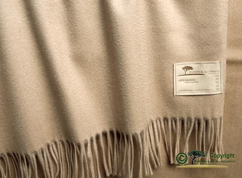Kaschmirdecke Perlmutt mit Wasserglanz und Fransen in beige 130x220cm