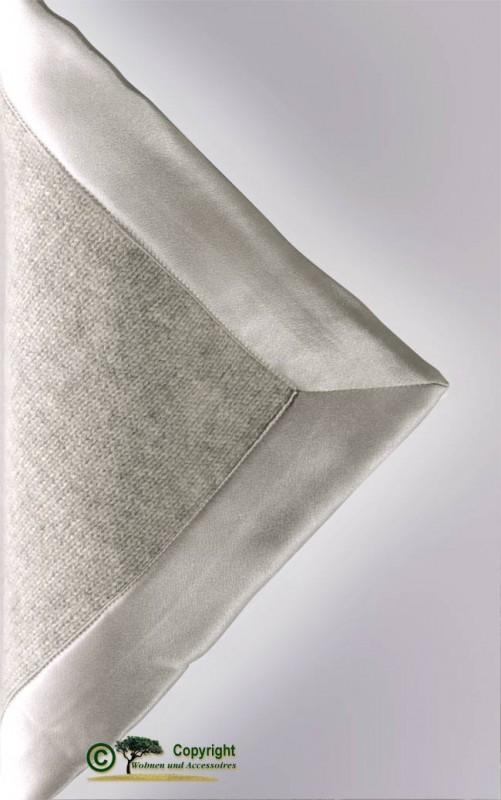 Gestrickte Kaschmirdecke aus Mailänder Traditionsbetrieb in hellgrau 150x180cm